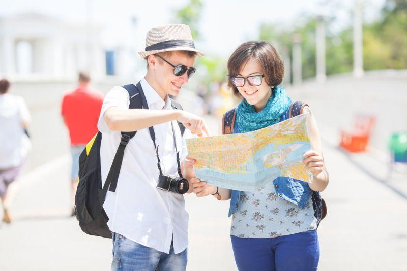 https: img z.okeinfo.net content 2017 05 17 406 1693456 tips mengatasi kesulitan bahasa asing bagi traveller NKeppaTMMg.jpg