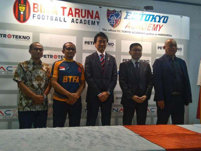 https: img-z.okeinfo.net content 2017 05 18 51 1694572 tingkatkan-kualitas-sepakbola-indonesia-bina-taruna-jalin-kerjasama-dengan-fc-tokyo-u7gjTyAgBK.jpeg