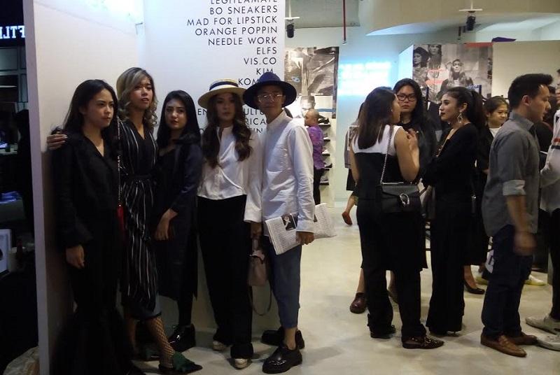 https img z.okeinfo.net content 2017 05 19 194 1695695 fashion influencer ramaikan launching koleksi terbaru brand outlet JoFusdEMUb.jpg