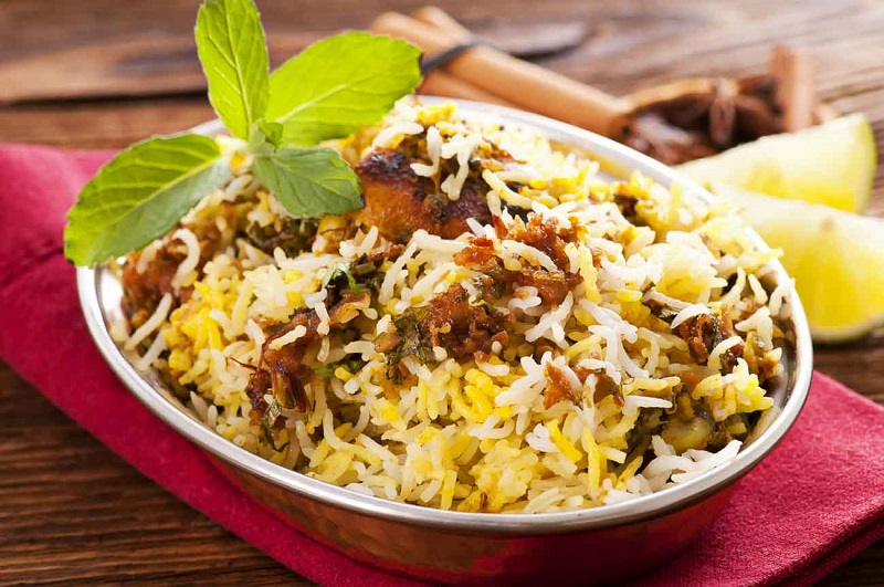 https: img-z.okeinfo.net content 2017 05 27 298 1701398 sahur-yuk-lezatnya-nasi-briyani-khas-india-UCpbm9IPd9.jpg