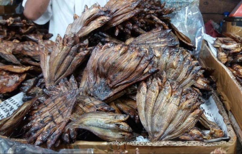 https: img-z.okeinfo.net content 2017 05 29 298 1702797 ikan-selais-asap-hingga-lempok-durian-jadi-buruan-kuliner-wisatawan-di-riau-uJvtRArztd.jpg