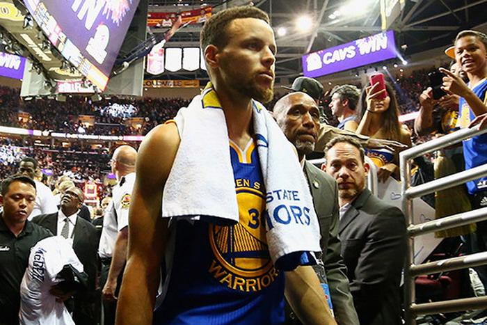 https: img-z.okeinfo.net content 2017 06 12 36 1714225 curry-warriors-bakal-tampil-spartan-dan-agresif-di-game-kelima-nba-finals-2017-w0dNMhb2Mv.jpg