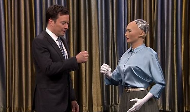https: img-z.okeinfo.net content 2017 06 16 56 1718187 robot-ini-diundang-ke-acara-talk-show-q4azi8sQqs.jpg