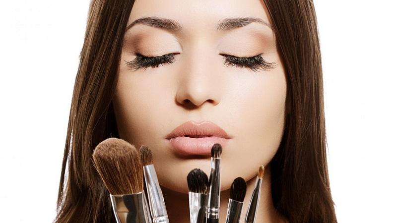 https: img-z.okeinfo.net content 2017 06 19 194 1719933 jangan-ragu-untuk-mencoba-make-up-yang-hendak-dibeli-QjvQKNuADm.jpg