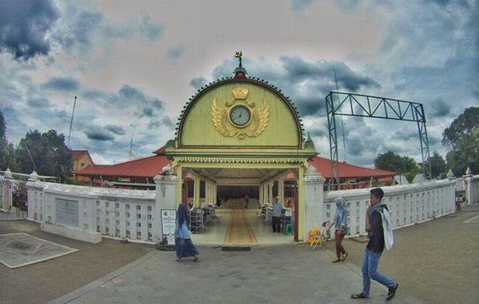 https: img-z.okeinfo.net content 2017 06 19 406 1720215 jelajah-islam-3-masjid-tercantik-di-sepanjang-jalur-mudik-yogyakarta-GYOpBRxkdK.JPG