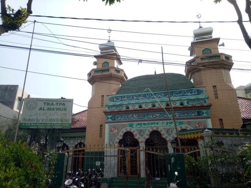https: img-z.okeinfo.net content 2017 06 20 406 1720683 jelajah-islam-melirik-suasana-klasik-di-masjid-al-makmur-tanah-abang-F8117jMlT4.jpg