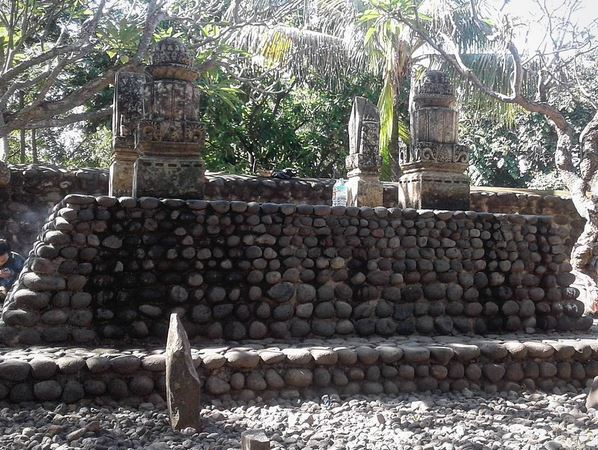 https: img-z.okeinfo.net content 2017 06 20 406 1720969 jelajah-islam-makam-makam-keramat-di-pulau-lombok-twleWy6BpV.JPG