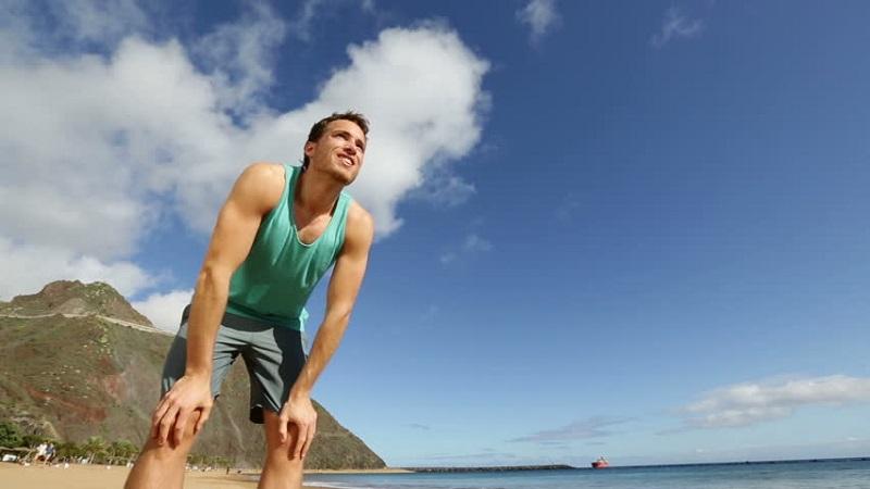 https: img-z.okeinfo.net content 2017 06 30 481 1726001 liburan-ke-pantai-bikin-tubuh-cepat-lelah-kenapa-nDAY9MaNKR.jpg