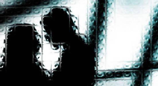 https: img-z.okeinfo.net content 2017 07 11 340 1733457 rasain-ciumi-pipi-anak-gadis-arsyad-dilaporkan-ke-polisi-dwkXJ8qgMl.jpg