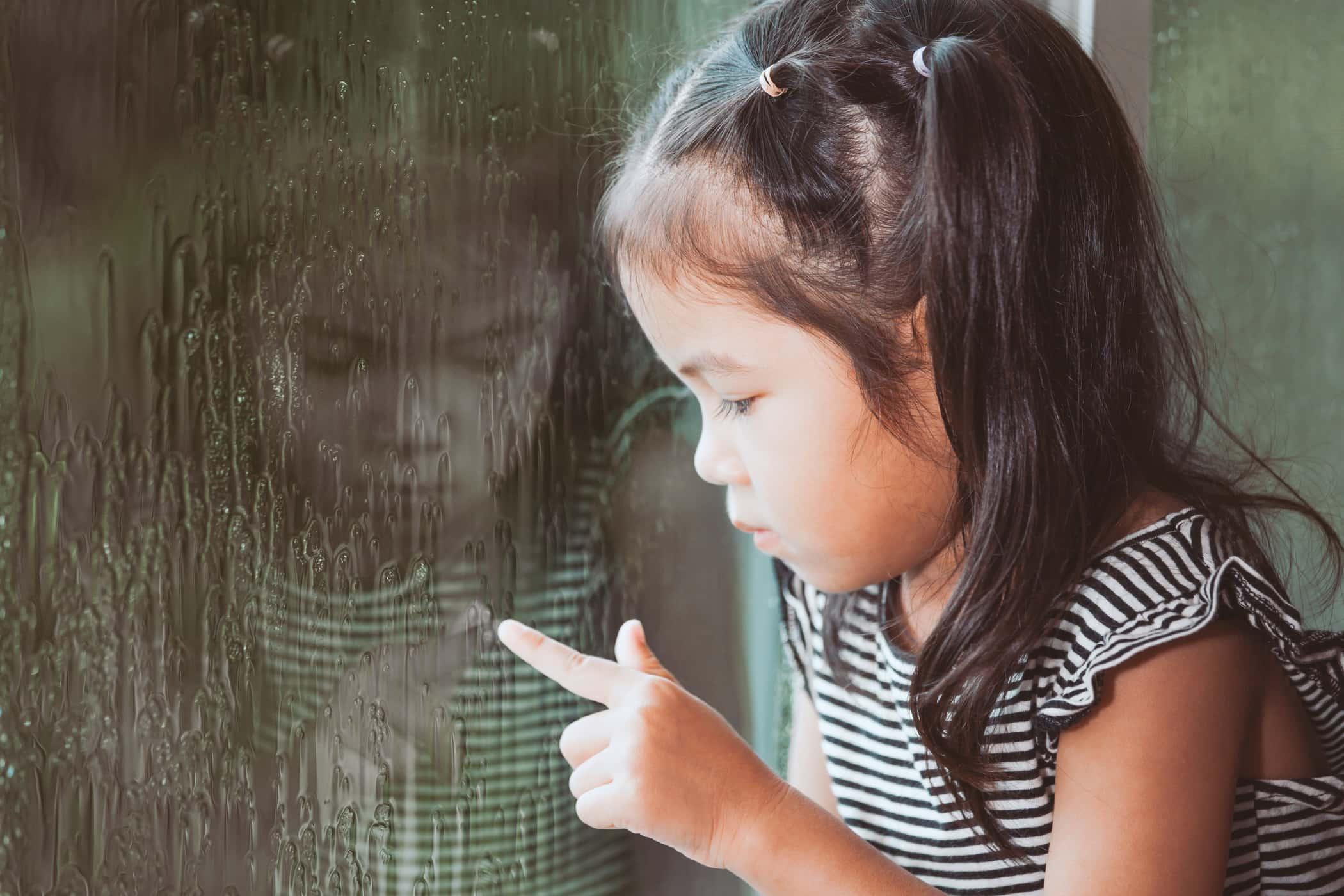 https: img-z.okeinfo.net content 2017 07 16 481 1737420 anak-bisa-juga-stres-simak-8-tanda-tandanya-yang-wajib-orangtua-tahu-zV0NbDaBiO.jpg