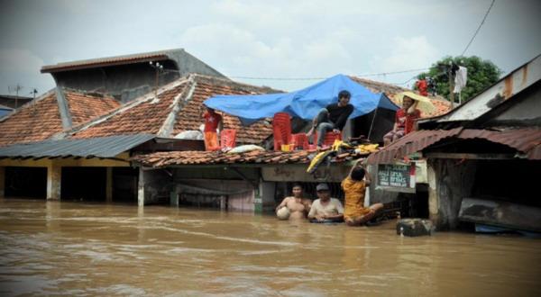 https: img-z.okeinfo.net content 2017 07 17 340 1737705 hingga-minggu-malam-banjir-pulau-belitung-rendam-ribuan-rumah-dan-akses-jalan-terputus-7tOs8FF6DD.jpg