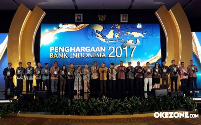 https img z okeinfo net content 2017 07 18 320 1739220 dahsyat okezone com sabet penghargaan bank indonesia 2017 FLEvsLHsZP jpg