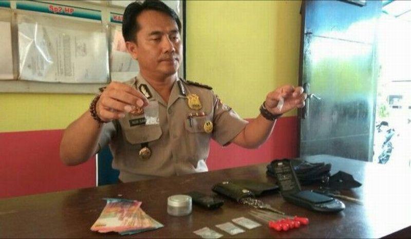 https: img-z.okeinfo.net content 2017 07 27 340 1744661 mantap-polisi-berhasil-ringkus-bandar-sabu-lintas-kabupaten-bangka-5crkhKHo0G.jpg