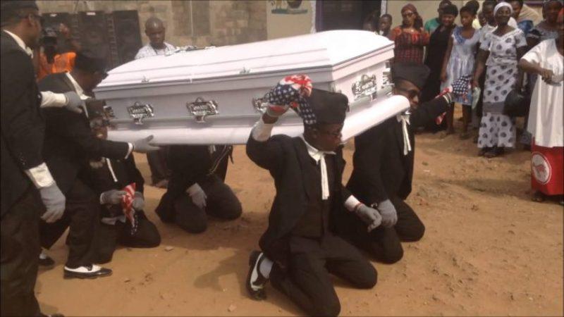 https: img-z.okeinfo.net content 2017 08 02 18 1748747 video-tarian-pengusung-jenazah-ghana-tampilkan-keceriaan-di-tengah-duka-WVgLNQC1s5.jpg
