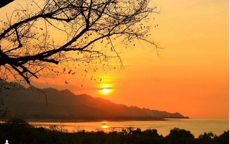 https: img-z.okeinfo.net content 2017 08 07 406 1751408 4-spot-foto-terbaik-di-pantai-tanjung-bastian-ntt-di-perbatasan-indonesia-dan-timor-leste-RDyGlL7urP.jpg