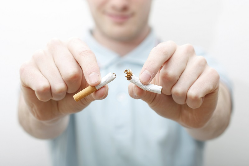 https: img-z.okeinfo.net content 2017 08 11 481 1753854 sadari-dampak-buruk-asap-rokok-saatnya-berhenti-merokok-PymigxeFbZ.jpg