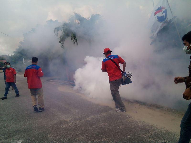 https: img-z.okeinfo.net content 2017 08 12 340 1754679 basmi-nyamuk-mematikan-giliran-kecamatan-pulau-rimau-banyuasin-di-fogging-rescue-perindo-1kBfrX22Pm.jpg