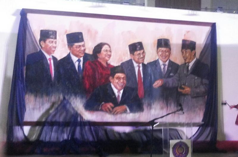 https: img-z.okeinfo.net content 2017 08 13 206 1755261 jelang-hut-ri-lukisan-7-presiden-dan-72-pahlawan-nasional-dipamerkan-hqMt6wYrVL.jpg