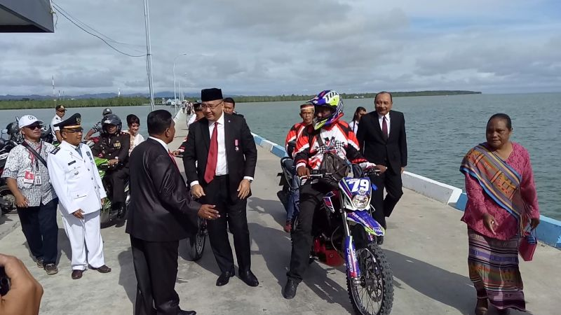 https: img-z.okeinfo.net content 2017 08 17 337 1757628 hari-merdeka-mendes-eko-peringati-upacara-bendera-di-perbatasan-ri-malaysia-mAEs9Alh0G.jpg