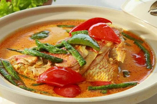https: img-z.okeinfo.net content 2017 08 18 298 1758157 hmm-lezatnya-makan-siang-dengan-gulai-ikan-mas-dan-nasi-putih-hangat-ARKiIW0nHC.jpg