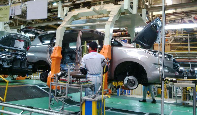 https: img-z.okeinfo.net content 2017 08 22 15 1760438 naik-4-3-penjualan-kendaraan-januari-juli-2017-tembus-618-ribu-unit-JVqfUiqiND.jpg