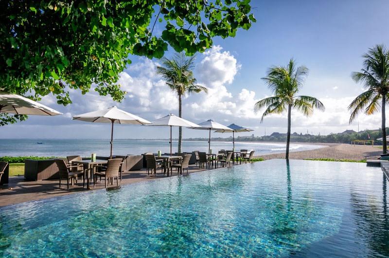 https: img-z.okeinfo.net content 2017 08 24 298 1762333 saat-liburan-di-bali-ajak-pasangan-bersantap-di-3-restoran-tepi-laut-suasananya-romantis-banget-ro4GU6bGwd.jpg