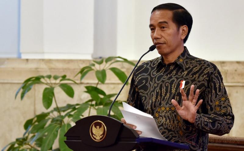 https: img-z.okeinfo.net content 2017 08 25 65 1762883 mantap-presiden-jokowi-temui-16-perwakilan-ptn-dan-pts-seluruh-indonesia-di-istana-hiHXyuBIX7.jpg