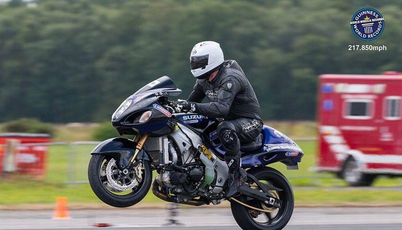 https: img-z.okeinfo.net content 2017 08 26 15 1763658 dahsyat-ini-rekor-wheelie-sepeda-motor-tercepat-di-dunia-349-km-jam-eWmJ7mOM69.jpg