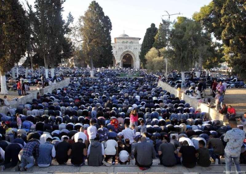 https: img-z.okeinfo.net content 2017 09 02 18 1768145 ribuan-warga-muslim-gelar-salat-idul-adha-di-masjid-al-aqsa-lKzKSSBR6K.jpg