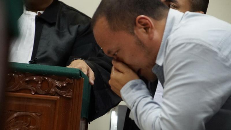 https img z.okeinfo.net content 2017 09 13 33 1775257 kuasa hukum pastikan tangisan iwa k di persidangan bukan air mata palsu gnNiZPgODL.jpg