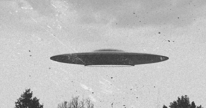 https: img-z.okeinfo.net content 2017 09 18 56 1778358 heboh-ufo-yang-menyala-mirip-petir-tertangkap-kamera-66EhRXinsN.jpg