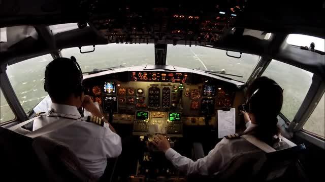 https: img-z.okeinfo.net content 2017 09 18 65 1778263 astaga-1-200-pilot-nganggur-sekolah-penerbangan-akan-ditata-ulang-RxNMcDf2eo.jpg