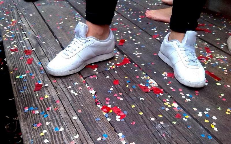 https: img-z.okeinfo.net content 2017 10 11 481 1793135 kenali-bahaya-menggunakan-sepatu-tanpa-kaos-kaki-qIFqniIabc.jpg