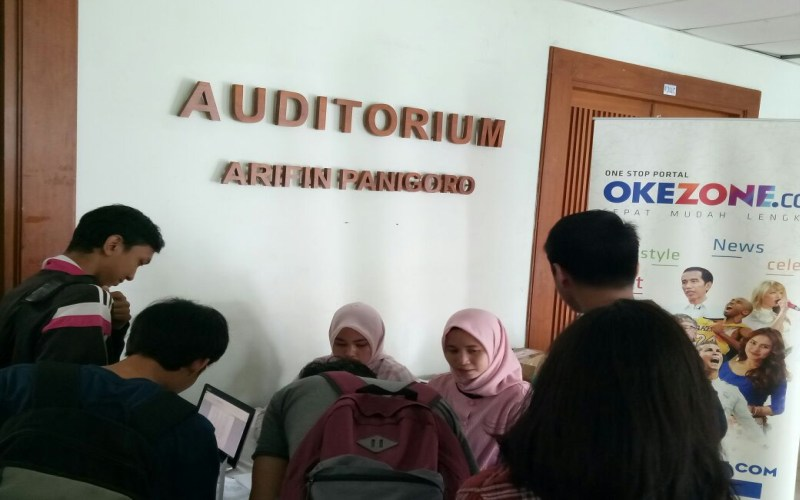 https: img-z.okeinfo.net content 2017 10 11 65 1793086 keren-mahasiswa-universitas-al-azhar-indonesia-antusias-ikuti-okezone-goes-to-campus-Qh9m8HV119.jpg