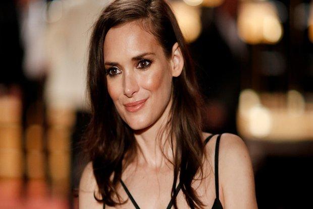 https: img-z.okeinfo.net content 2017 10 12 33 1793753 gara-gara-depresi-aktris-cantik-hollywood-winona-ryder-nekat-ngutil-8vVq3URdys.jpg