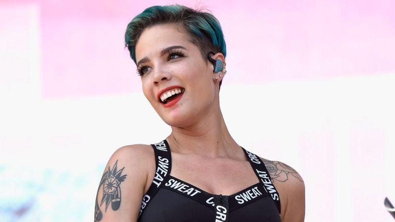 https: img-z.okeinfo.net content 2017 10 13 205 1794571 halsey-sangat-kecewa-musisi-wanita-kurang-unggul-di-american-music-awards-2017-QAeVxena20.jpg