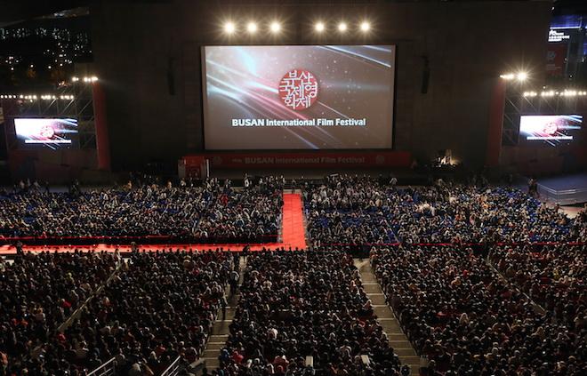 https: img-z.okeinfo.net content 2017 10 13 206 1794502 friday-k-pop-resmi-dibuka-busan-international-film-festival-ke-22-bertabur-bintang-triaSyrGu4.jpg