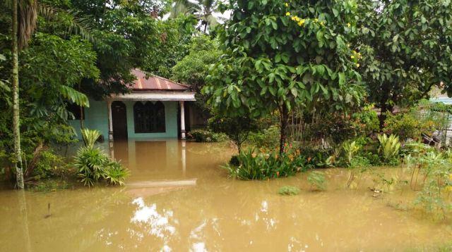 https: img-z.okeinfo.net content 2017 10 13 340 1794667 akibat-drainase-buruk-ratusan-rumah-di-medan-terendam-banjir-BqGX8EvBcM.jpg