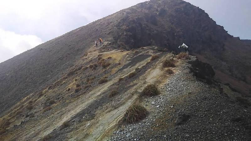 https: img-z.okeinfo.net content 2017 10 13 340 1794703 rusak-akibat-gempa-rekonstruksi-jalan-sekitar-gunung-ile-lewatolok-lembata-butuh-rp5-8-miliar-dMNo05MflO.jpg