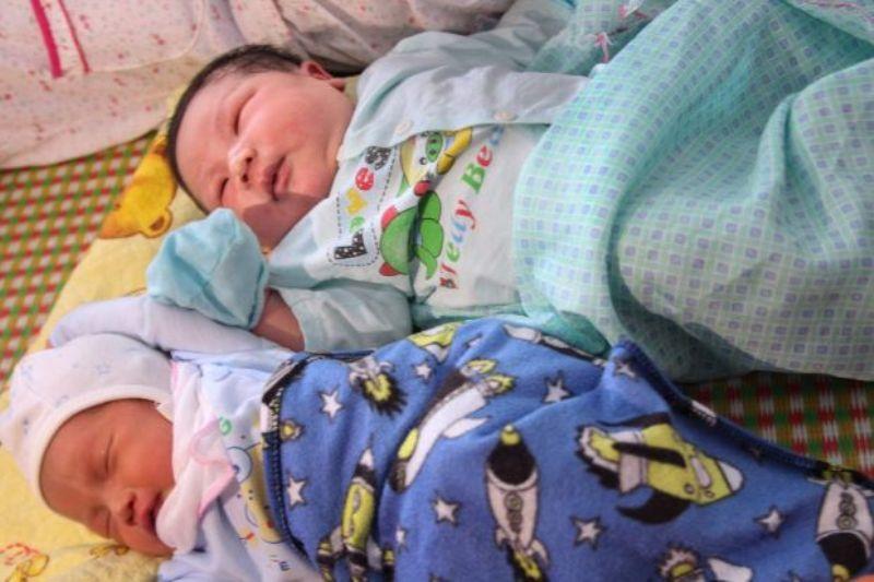 https: img-z.okeinfo.net content 2017 10 16 18 1796621 wow-ibu-di-vietnam-lahirkan-bayi-berbobot-7-1-kg-ES58r0wSBL.jpg
