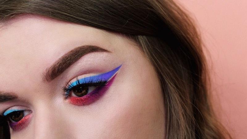 https: img-z.okeinfo.net content 2017 10 19 194 1798813 selain-rambut-dan-lipstik-kini-ada-eyeliner-ombre-yang-lagi-populer-e4PlY4lVrG.jpeg