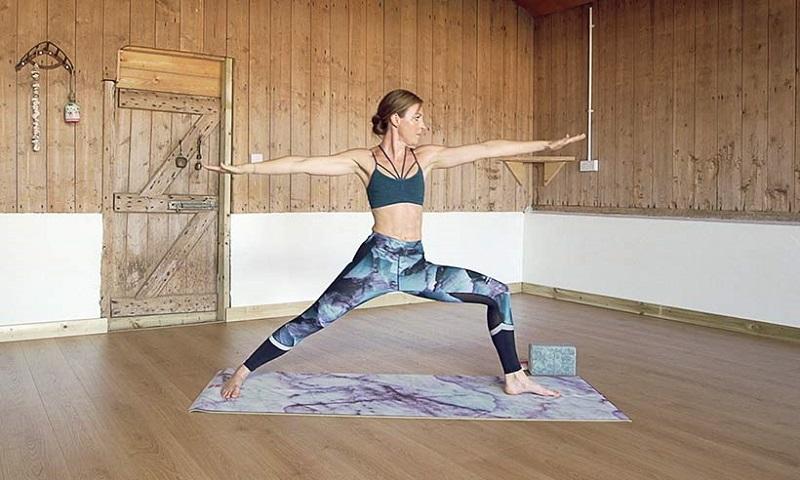 https: img-z.okeinfo.net content 2017 10 19 481 1798887 healthy-babe-kate-winslet-suka-yoga-tubuhnya-tetap-bugar-di-usia-42-tahun-Yd3AhoddvM.jpg