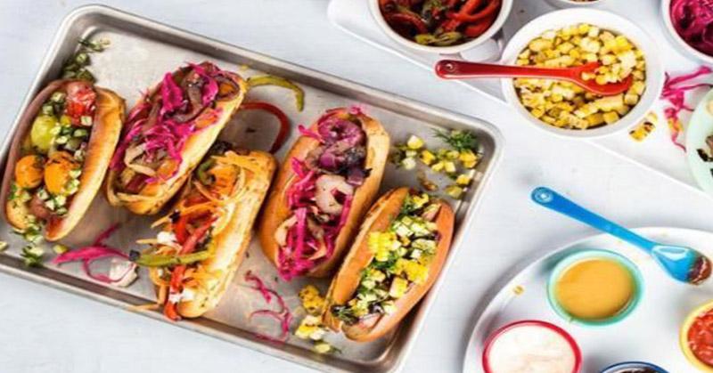 https: img-z.okeinfo.net content 2017 10 20 298 1799164 berikan-diskon-berdasarkan-ukuran-payudara-restoran-hot-dog-ini-dihujat-warganet-htuELrr0qV.jpg