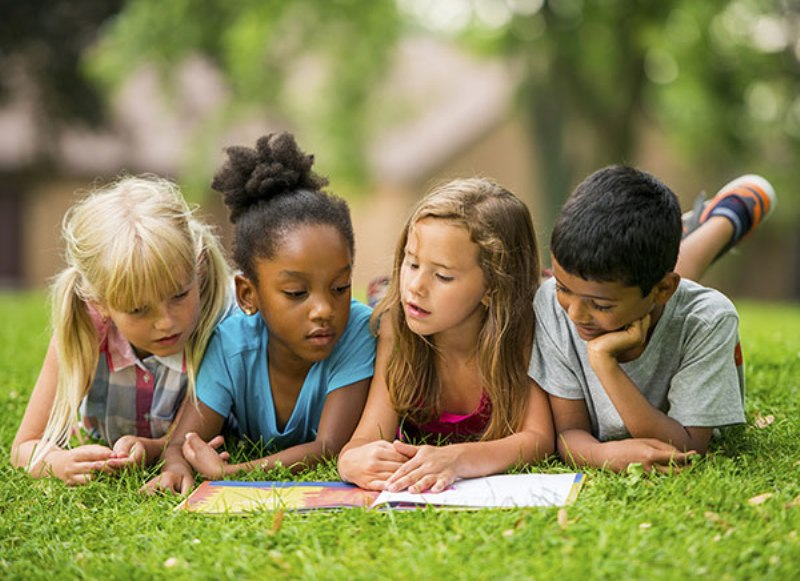 https: img-z.okeinfo.net content 2017 10 23 196 1800777 menggapai-harapan-kota-layak-anak-yohana-yambise-ingin-setiap-anak-punya-akta-kelahiran-viLbnLGiKY.jpg
