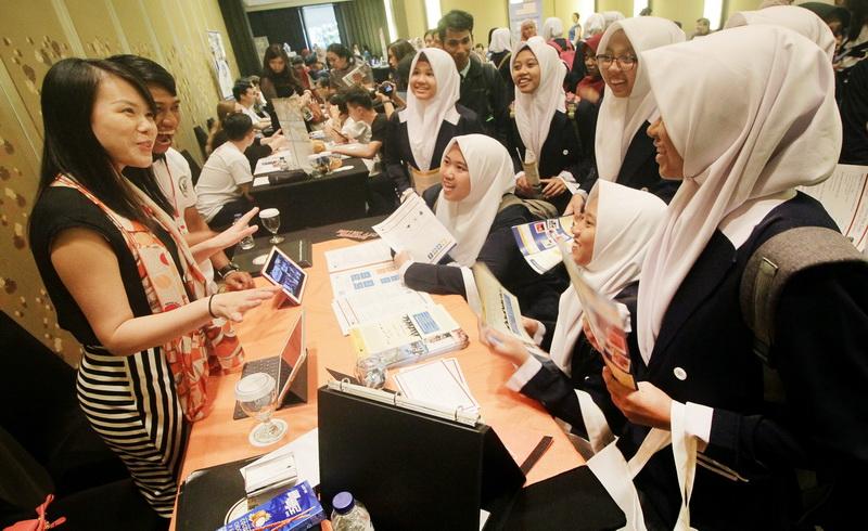 https: img-z.okeinfo.net content 2017 10 25 196 1802143 wow-jumlah-remaja-indonesia-66-3-juta-jiwa-kekuatan-atau-kelemahan-uKkezYmyxM.jpg