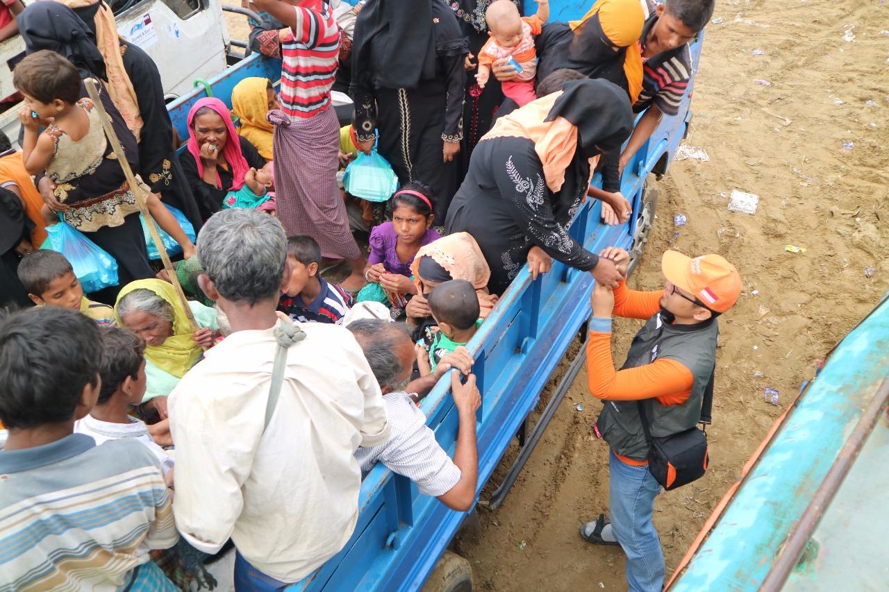 https: img-z.okeinfo.net content 2017 11 02 18 1807207 mengungsi-di-imigrasi-teknaf-bangladesh-begini-kondisi-terkini-etnis-rohingya-NxkCDtnVe9.jpg