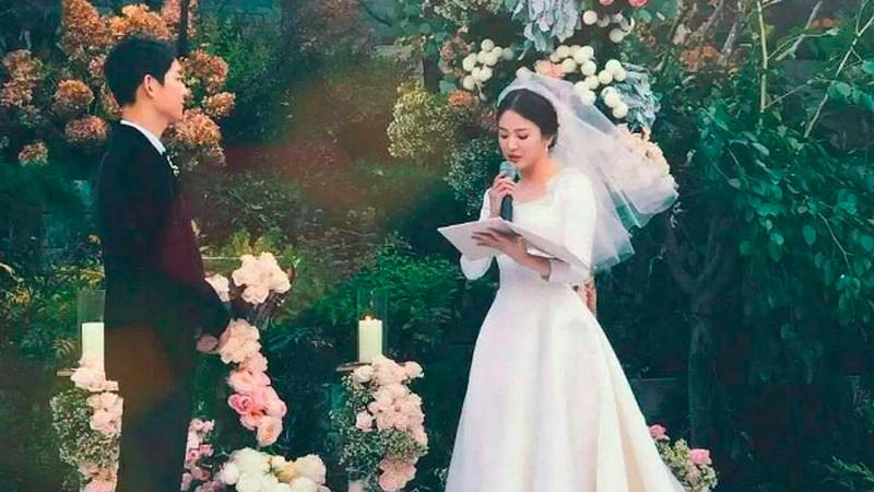 https: img-z.okeinfo.net content 2017 11 03 33 1807609 demi-privat-dan-intim-song-joong-ki-dan-hye-kyo-tolak-pernikahannya-disiarkan-meski-dengan-bayaran-fantastis-GJL90QEQsp.jpg