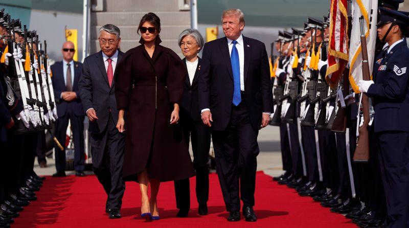 https: img-z.okeinfo.net content 2017 11 07 18 1809743 tiba-di-korsel-trump-masih-usung-isu-krisis-nuklir-korea-utara-OmBcEY5erY.jpg