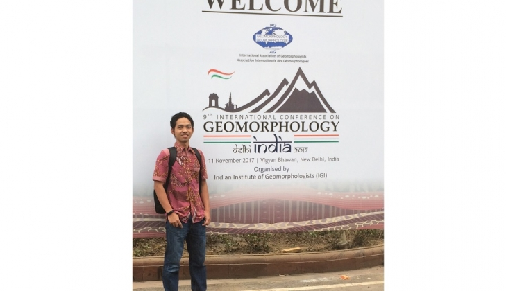 https: img-z.okeinfo.net content 2017 11 08 65 1810598 keren-dosen-ugm-raih-penghargaan-dari-asosiasi-geomorfologi-internasional-l7qAjwcG9h.jpg