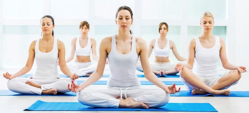 https: img-z.okeinfo.net content 2017 11 11 194 1812435 selain-bikin-awet-muda-yoga-mampu-pancarkan-kecantikan-wanita-mjJnlphVza.jpg